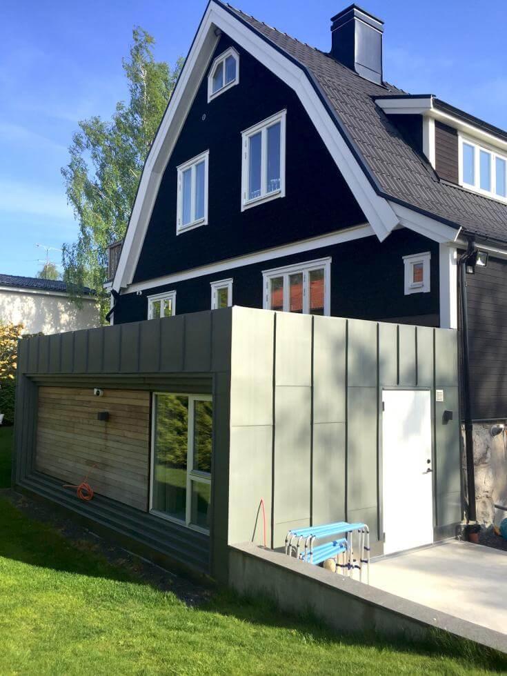 Nytt garage byggt i stil med tillbyggnaden, av Rex Arkitektbyrå