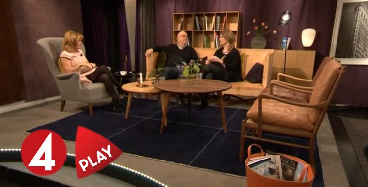 Arkitekten Olle Rex sitter i tv-soffan hos Malou