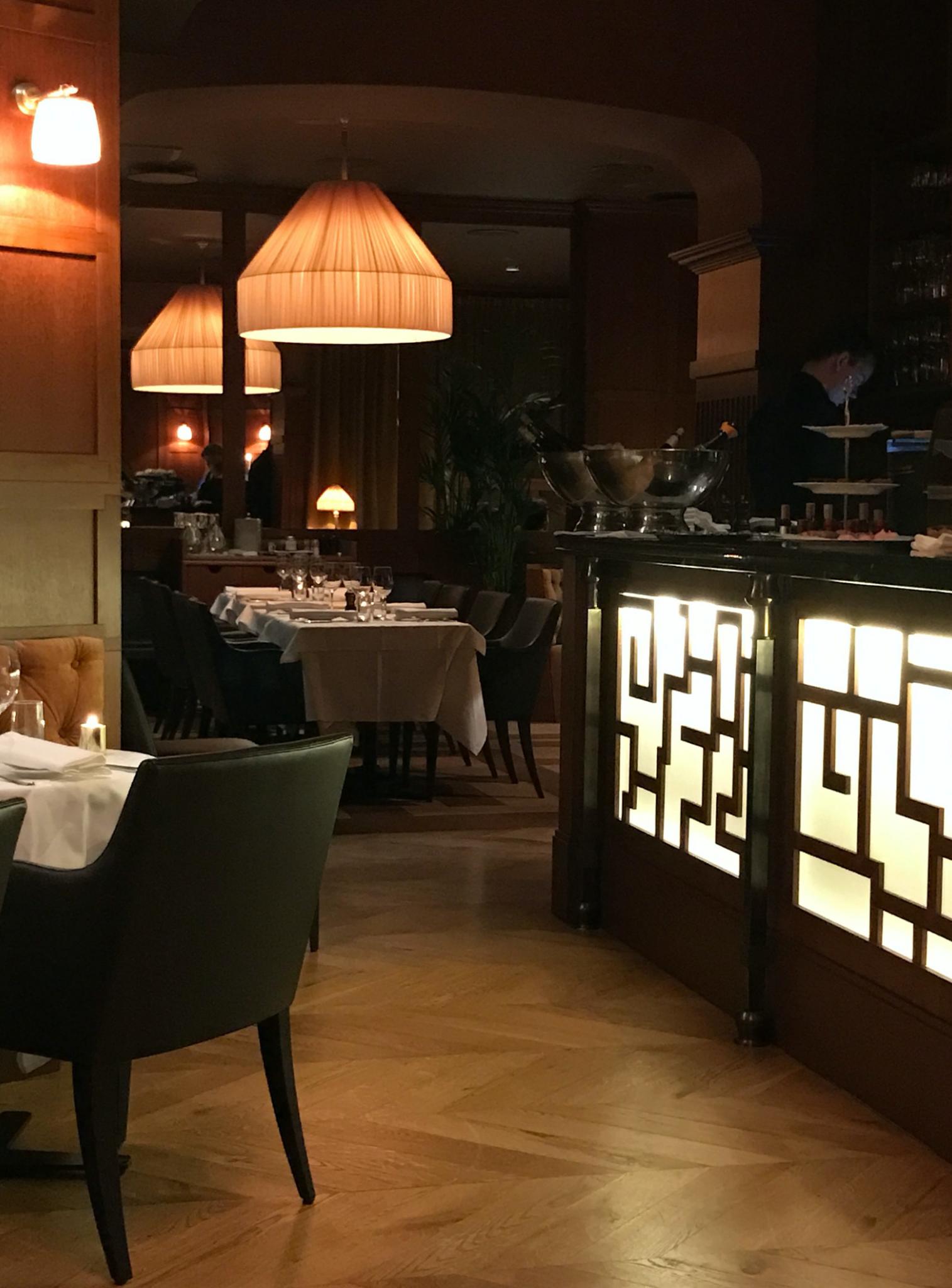 Baren är hjärtat i restaurang Bardot, designad av arkitekterna på Rex