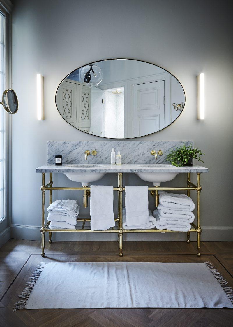 Fint badrum i lägenheten på Karlaplan i Stockholm av Rex Arkitektbyrå