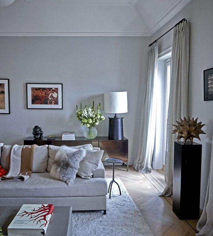 Ljust och fint vardagsrum i lägenheten på Karlaplan i Stockholm av Rex Arkitektbyrå