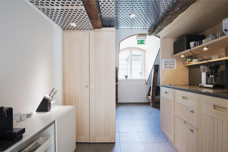 Kök i Kontor Apollo. En råvind i en 1600-talsbyggnad omvandlades till kontor