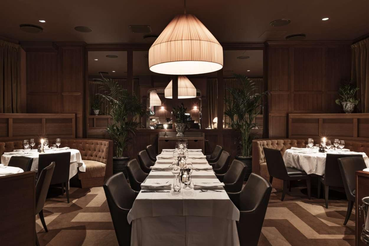 Sittgrupper i restaurang Bardot, designad av arkitekterna på Rex