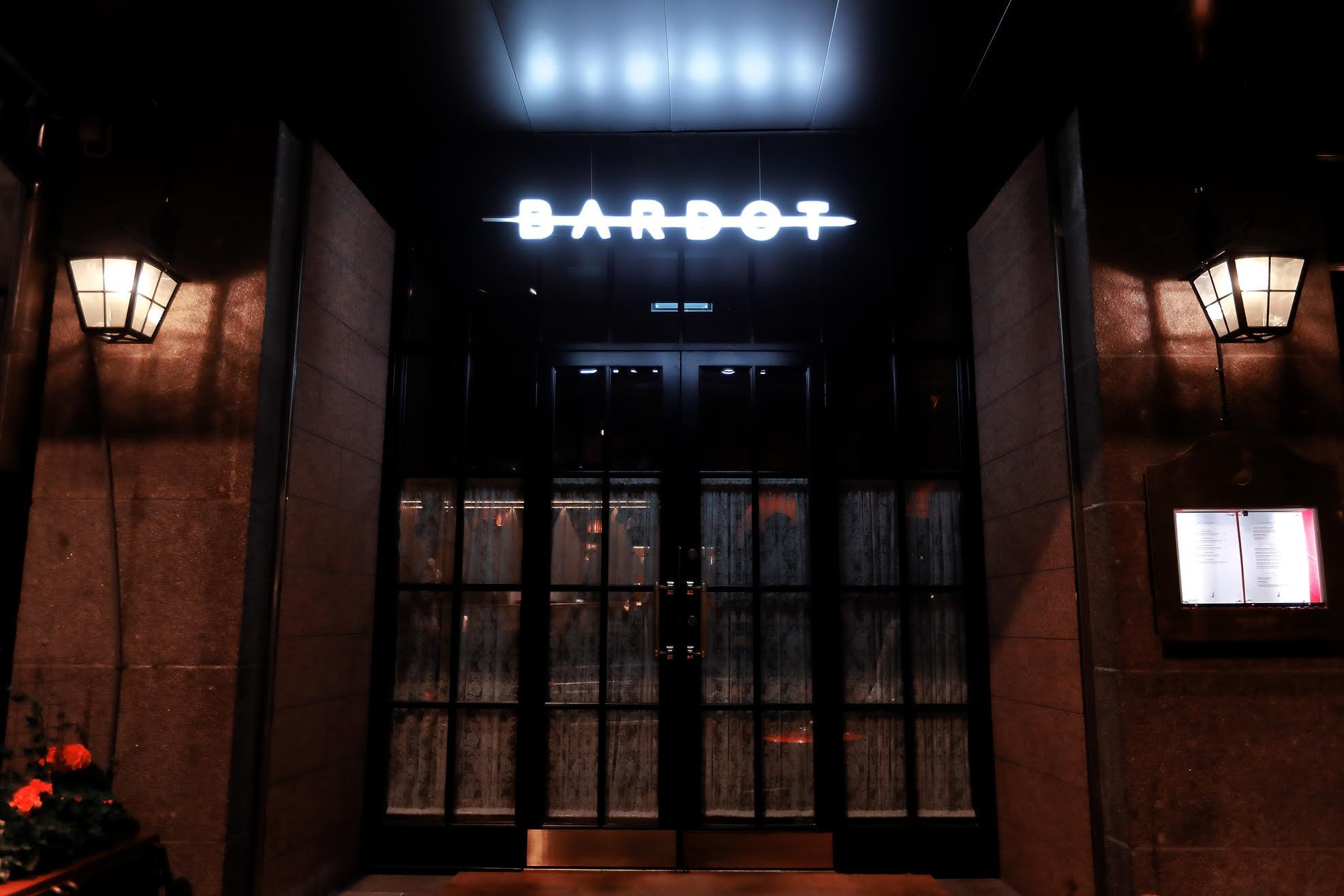 Skylt till restaurang Bardot i Stockholm