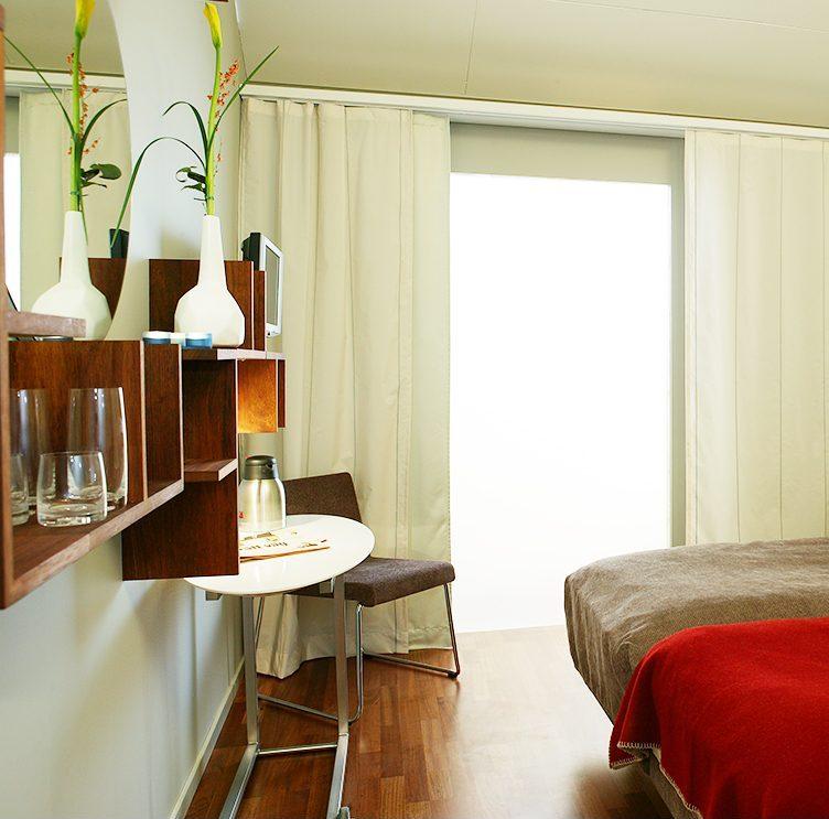 Sovrum i Hotell Packhuset, Kalmar. Inredning ritad av Rex Arkitektbyrå