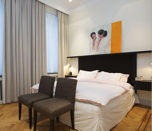 Sovrum i en sekelskiftesvåning i Stockholm där Rex anlitades inför en omfattande renovering