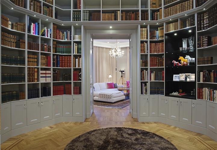 Bibliotek med specialritade beslag och hyllor, av Rex Arkitektbyrå