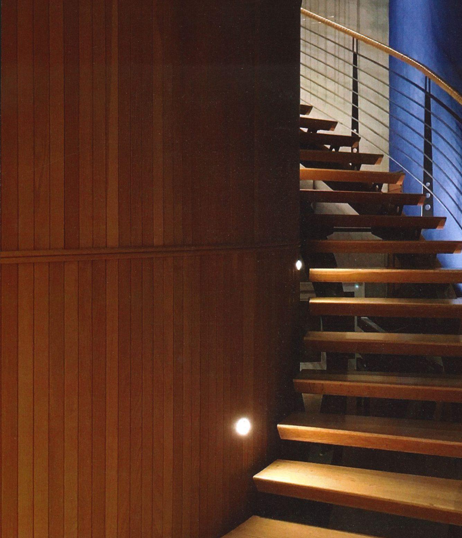 Trappa med fina detaljer i Villa Holmenkollen i Norge, ritad av Rex Arkitektbyrå