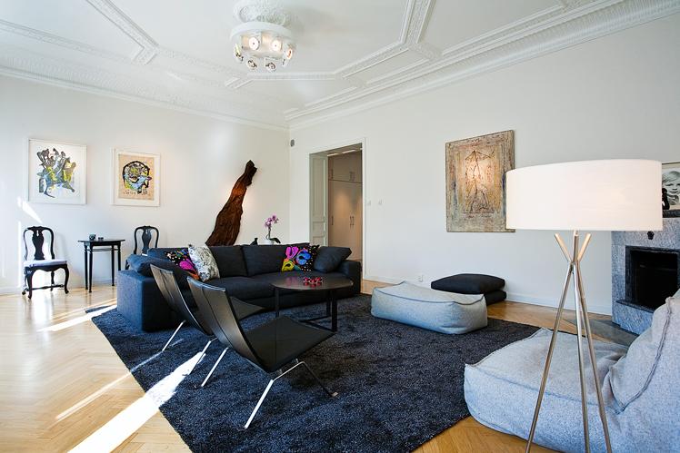 Ljust och fint vardagsrum efter lägenheten renoverades, av Rex Arkitektbyrå
