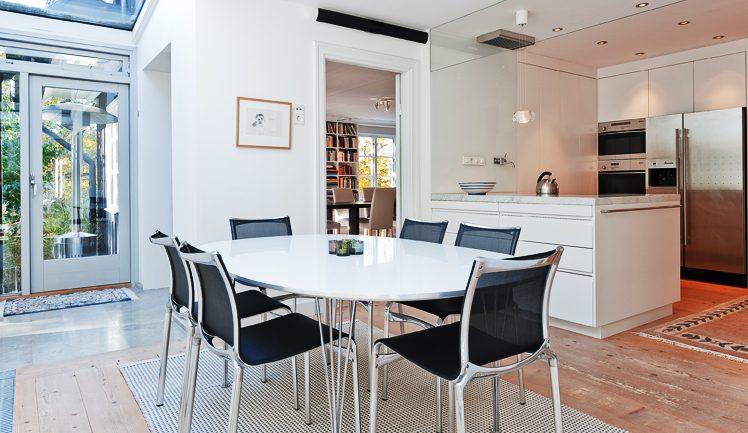 Kök i Villa Nyhem som ritades om av Rex Arkitektbyrå