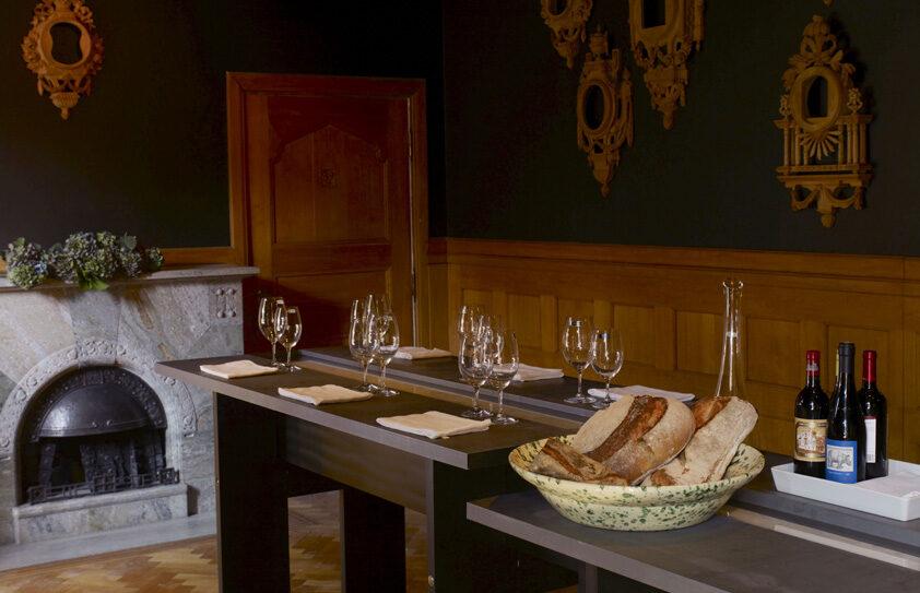 Vinprovningsbord med vattenfall av Olle Rex på Casa Cor 2007 i Stockholm